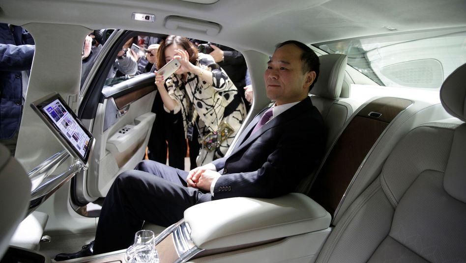 Größter Daimler-Aktionär - und zugleich Konkurrent: Geely-Chef Li Shufu will bei den Stuttgartern die Elektromobilität vorantreiben