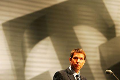Gehaltsverzicht und Pfeifkonzert: Telekom-Chef René Obermann