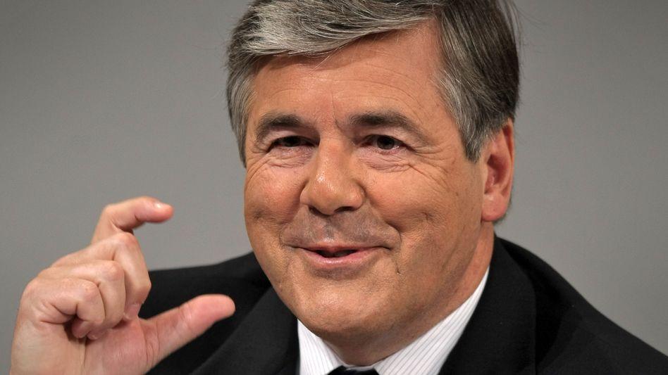 Deutsche-Bank-Chef Ackermann: Sein Vertrag läuft noch bis 2013. Mit einem Zehn-Milliarden-Gewinn 2011 könnte der Schweizer kurz vor dem Abschied sein Meisterstück hinterlassen.