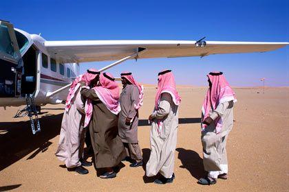 Begrüßung in der Wüste: Ranger empfangen Prinz Sultan Bin Salman Bin Abdul Aziz Al-Saud, den Neffen des ehemaligen Königs Fahd