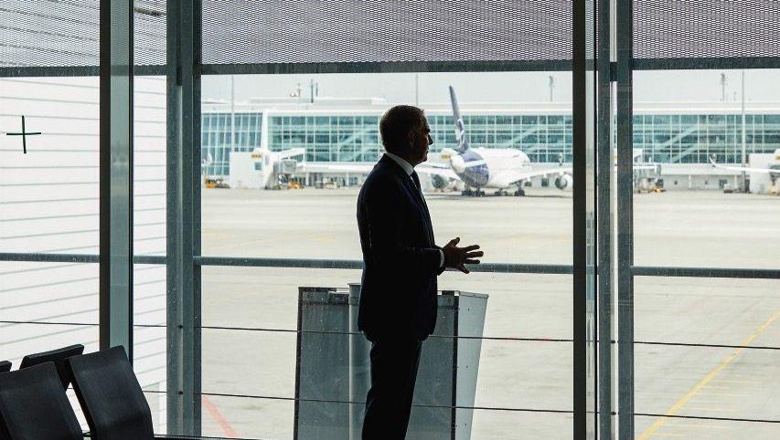 Allein zu Haus: Chefpilot Carsten Spohr will zahlreiche Lufthansa-Gebäude dichtmachen, um Geld zu sparen
