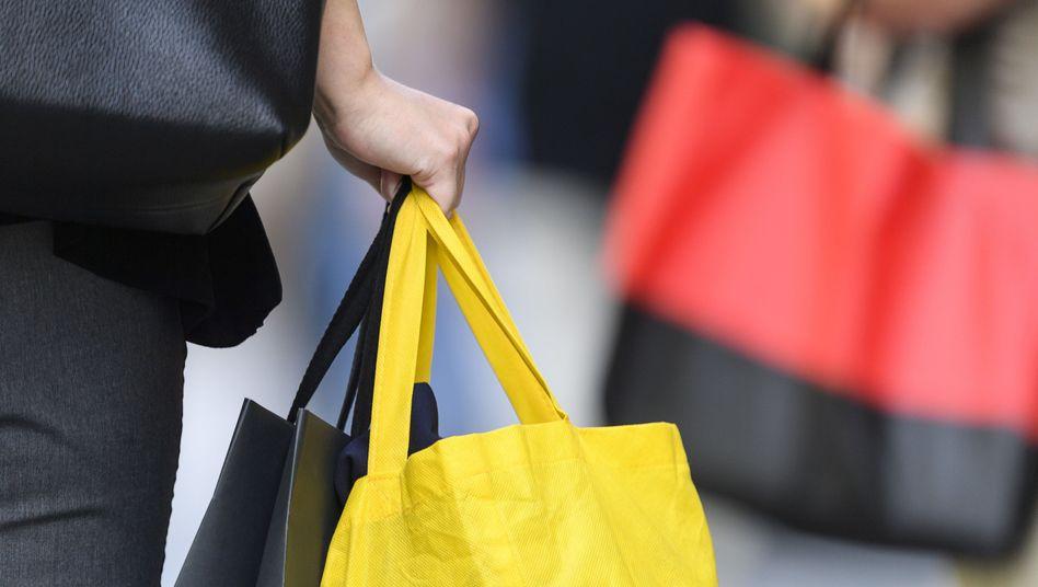 Die Kauflaune der Verbraucher hat sich nicht eingetrübt - trotz aufziehender Sorgen über eine mögliche Rezession