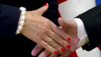 Handschlag von May und Juncker (Archivbild)
