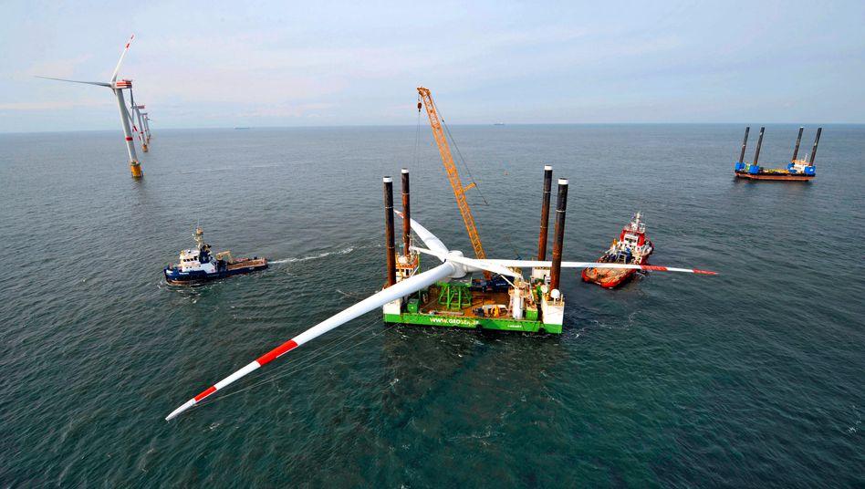 Flaute: Montage von Repower-Windrädern auf See