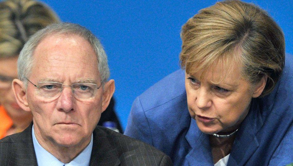 Euro-Fighter: Minister Schäuble und Kanzlerin Merkel arbeiten an der Stabilität der Währung