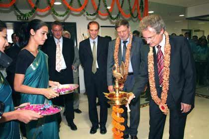 Tradition und Moderne: SAP-Chef Henning Kagermann weiht eine Niederlassung im indischen Gurgaon ein