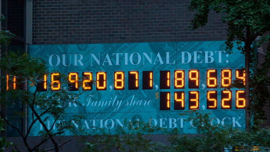 Schuldenuhr der USA: Die Schulden vieler Staaten sind so groß geworden, dass selbst ein teilweiser Erlass riesige Löcher in die Bilanzen der Gläubigerstaaten wie China und Deutschland reißen würde. Bleiben Wachstum und Inflation niedrig, ist die nächste globale Krise programmiert