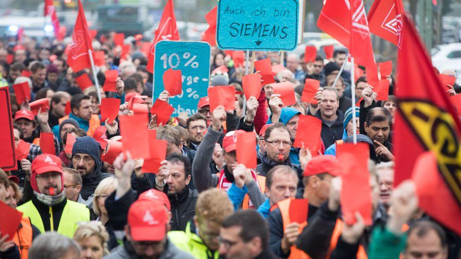 Proteste: Siemens-Mitarbeiter in Görlitz demonstrieren gegen geplante Einschnitte