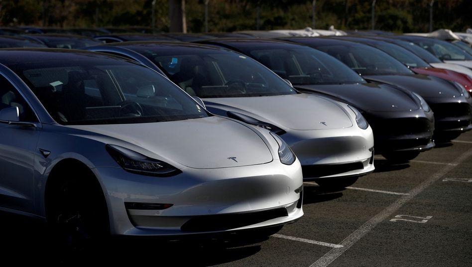 Autos des Typs Model 3 von Tesla: Der Konzern konnte seine Verkaufszahlen im jüngsten Quartal erheblich steigern.