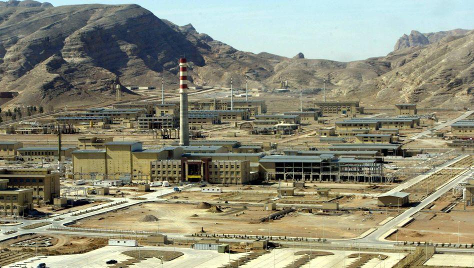 Ein iranisches Atomkraftwerk (Aufnahme von 2005): Der Land hatte zuletzt damit begonnen, Teile seiner umstrittenen Urananreicherung in eine unterirdische Bunkeranlage zu verlegen
