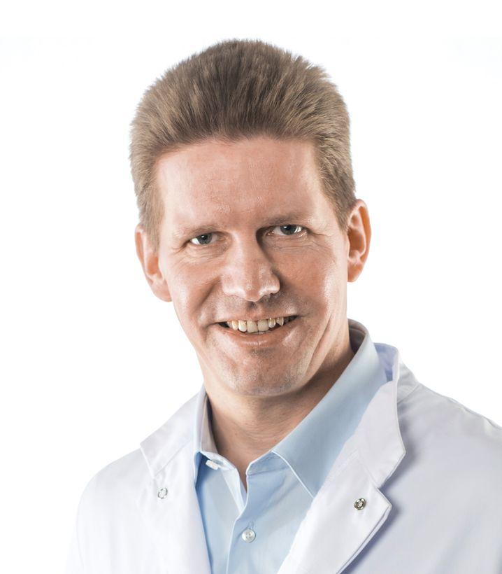 Der Internist und Hormonexperte Christoph M. Bamberger ist als bundesweit erster Professor für Endokrinologie und Stoffwechsel des Alterns bekannt geworden. Er ist Autor etlicher Bücher zu Präventionsthemen und Direktor des Medizinischen Präventionscentrums Hamburg (MPCH).
