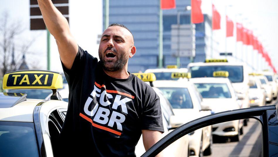 Anti-Uber-Demonstration von Taxifahrern in Köln 2019