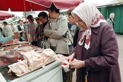 Rentnerin auf russischem Markt: Preisexplosion dank staatlicher Autarkiewünsche