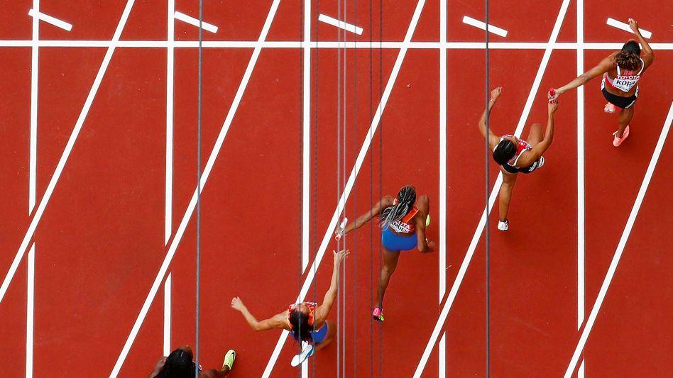 IM TEAM FUNKTIONIEREN- wie diese Läuferinnen der 4 x 100-m-Staffel bei der WM 2017 in London: Das machen Managerinnen vor