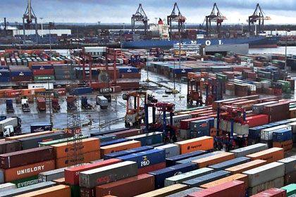 Container-Terminal Burchardkai des Hamburger Hafens: Container-Handel verliert nach mehr als zwei Jahrzehnten Schwung
