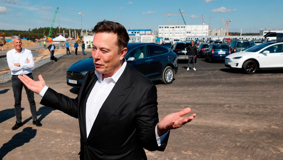 Nassforsch: Elon Musk (hier zu Besuch in Grünheide) hat die Macht des Wasserverbandes Strausberg-Erkner unterschätzt