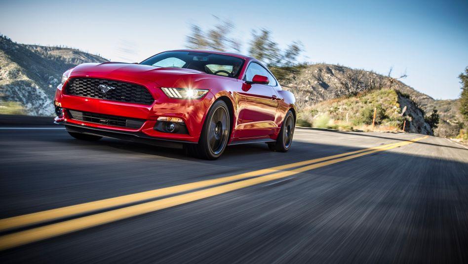 Ford: Mit der Neuauflage des Ford Mustang will der US-Autobauer an alte Erfolge anknüpfen. Ein Sparplan soll zudem die Kosten um 3 Milliarden Dollar verringern