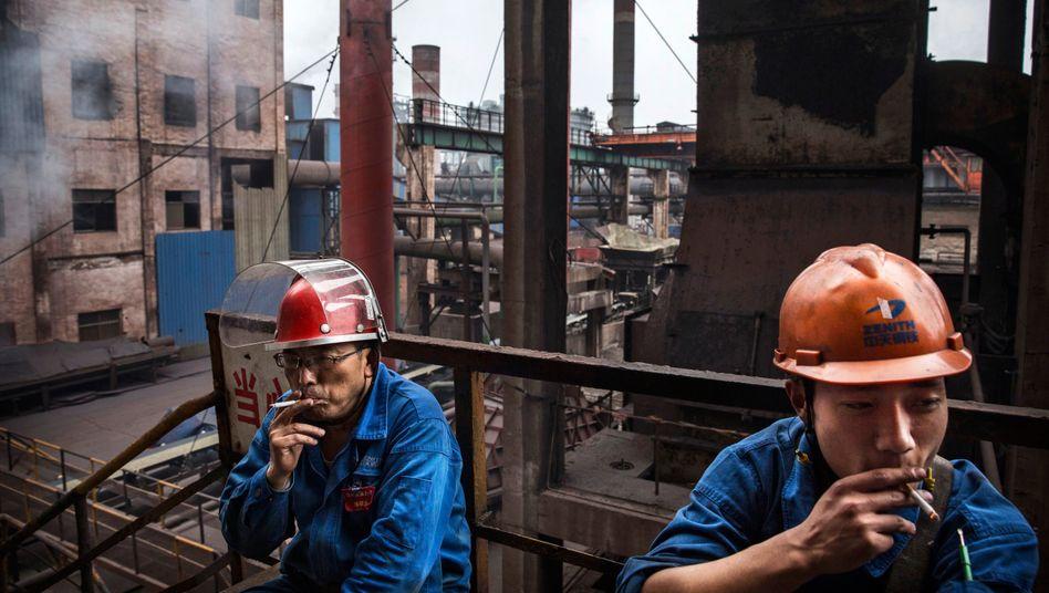 Stahlarbeiter in China: Die Ausfuhren sinken, das Wirtschaftswachstum fällt auf den niedrigsten Stand seit 25 Jahren zurück