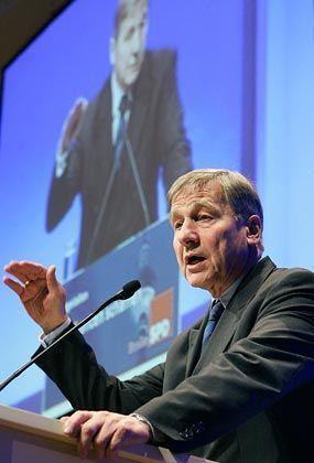 Wolfgang Clement: Der Minister bereitet die Öffentlichkeit auf traurige Rekordzahlen in der Arbeitslosenstatistik vor