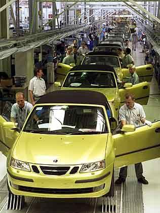 """""""Ausland light"""": Die Nähe zu Deutschland macht Österreich gerade für frustrierte Mittelständler attraktiv (Bild: Produktion des Saab 9-3 Cabrio bei Magna Steyr)"""