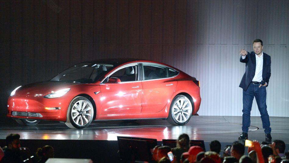 Tesla-Aktie unter Druck: Tesla-Chef Elon Musk hat nach starkem Wachstum ein Kostenproblem
