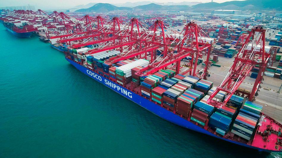 Containerschiffe in China: Der Welthandel befindet sich unter Druck, seit der Konflikt zwischen den USA und China begann.