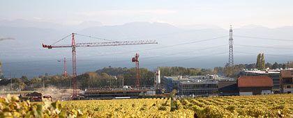 Baugrube: Am Genfer See entsteht die Europa-Zentrale von Infiniti. Im Hintergrund der Montblanc.