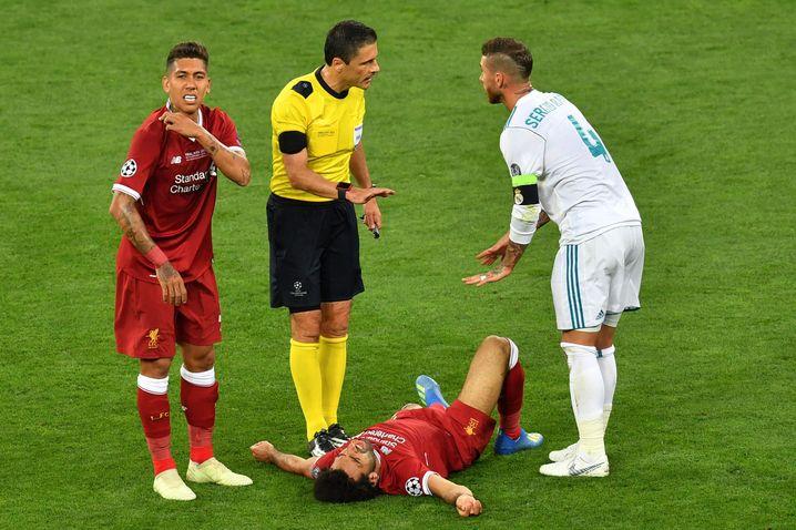 Das war doch nix: Ramos in seinem Element (hier mit Opfer Salah)