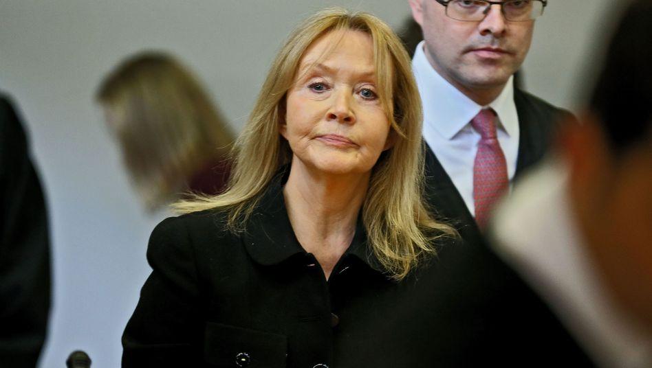 Hoffnung: Christa Schlecker könnte im Bankrott-Prozess in Stuttgart glimpflich davon kommen