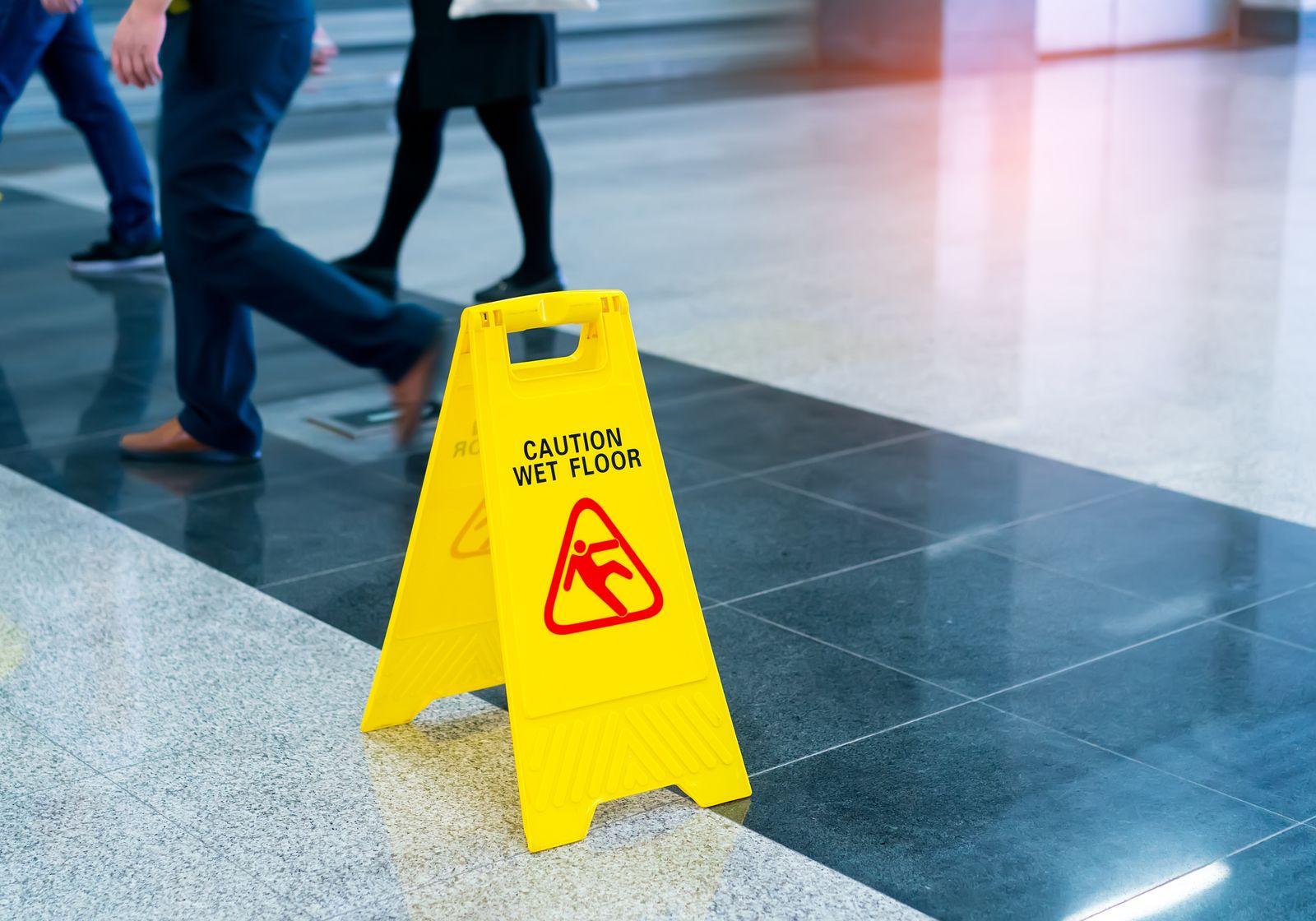 EINMALIGE VERWENDUNG Caution wet floor / Glatteis / rutschig