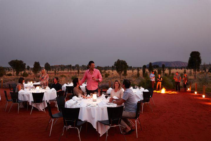 Sterne-Küche: Freiluftdinner mit Blick auf den Ayers Rock