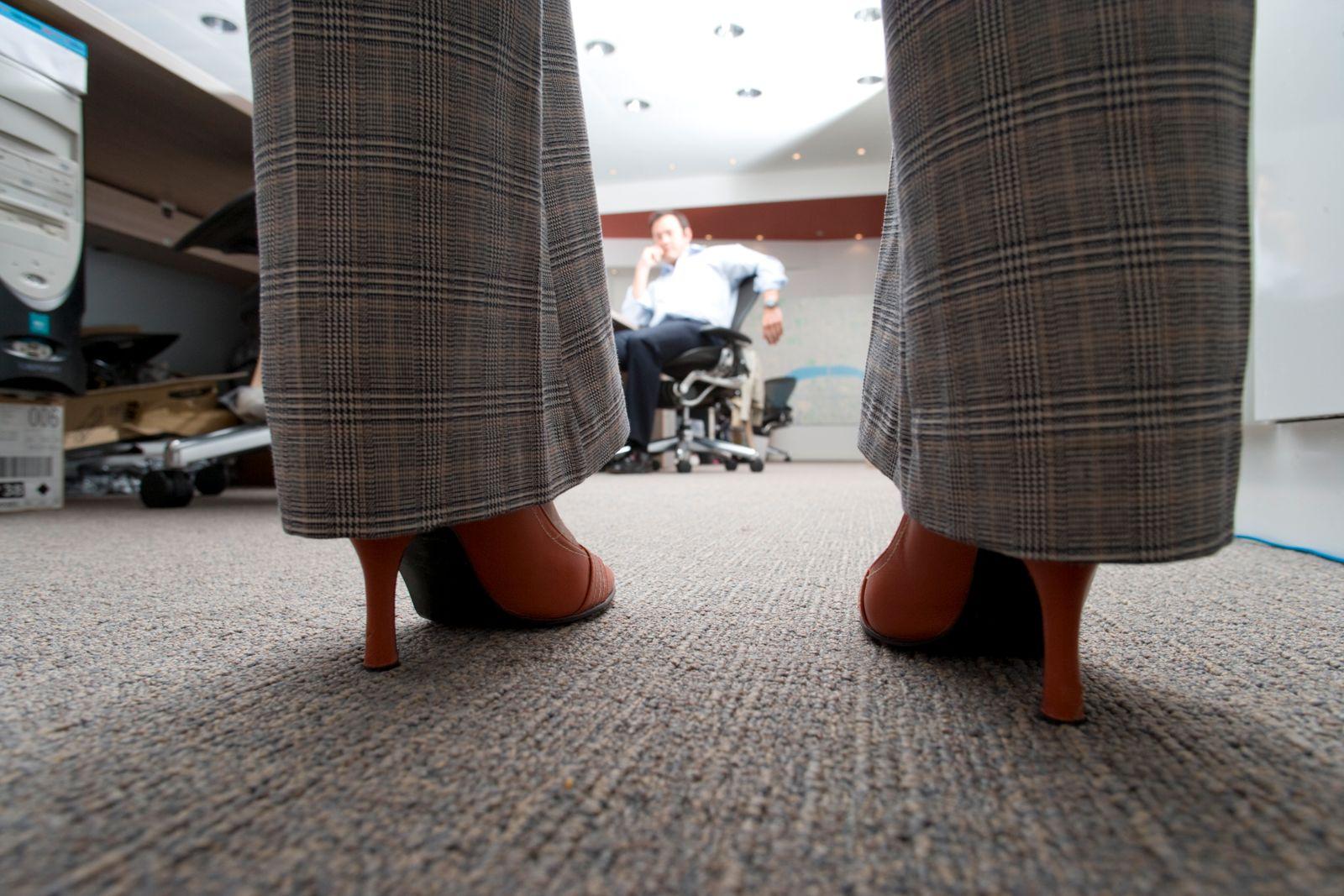 NICHT MEHR VERWENDEN! - Geschäftsfrau / Hochhackige Schuhe