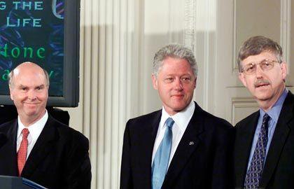 Gen-Gipfel: Venter mit Konkurrent Francis Collins (r.) im Juni 2000 bei Bill Clinton
