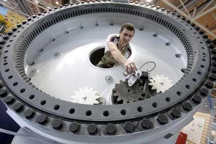Auftragsplus: Nicht nur bei der Windrad-Montage sind Spezialisten aus Deutschland gefragt
