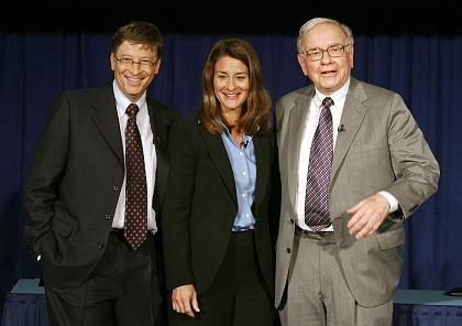Gates und das Geld: Warren Buffetts (r.) Gabe verdoppelt das Stiftungskapital