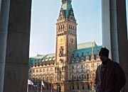Hamburg bevorzugt: Warner Music bleibt entgegen aller Spekulationen der Hansestadt treu