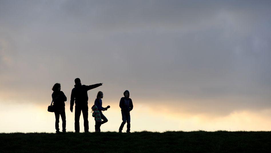 Familie: Zinsen nahe Null, die Lebenserwartung steigt - die Mittelschicht hat Grund, sich Sorgen zu machen