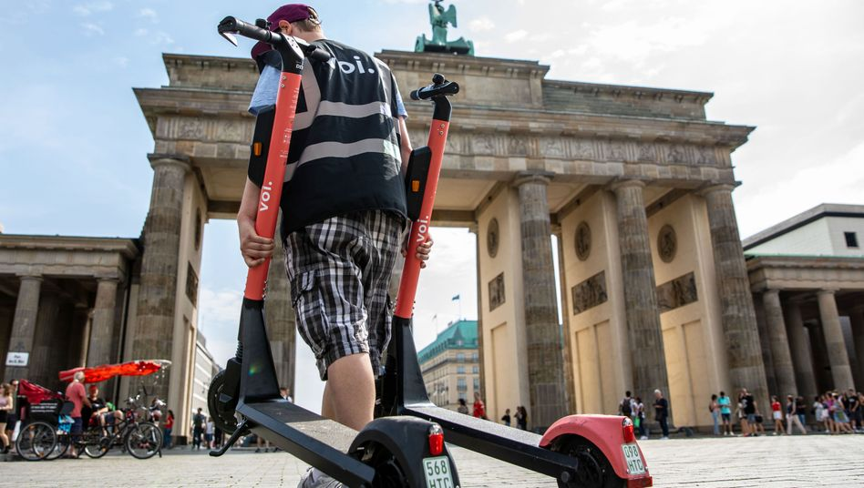 Elektroroller von Voi in Berlin: Das schwedische Start-up will mehr Scooter nach Deutschland bringen