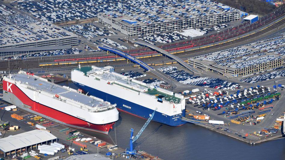 Auto-Verladung in Bremerhaven: Die deutschen Exporte drohen durch Strafzölle der USA dezimiert zu werden.