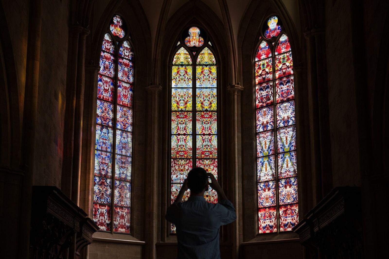 Kirchenfenster von Gerhard Richter in der Abteikirche Tholey