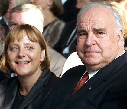 """Machtpolitikerin: Das """"Mädchen"""" Merkel ging einst bei Helmut Kohl in die Lehre"""