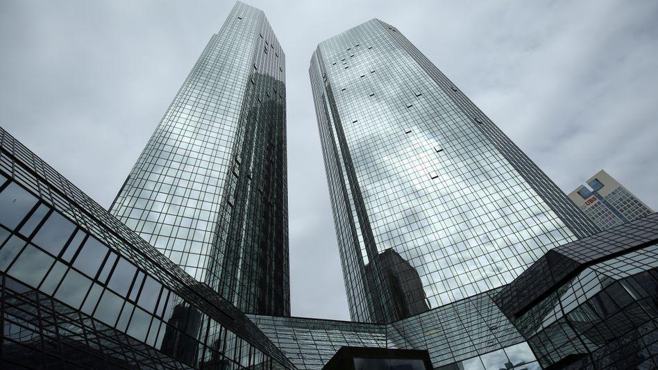 So wenig Angriffsfläche bieten wie möglich: Juristen in den Frankfurter Türmen der Deutschen Bank ließen die Londoner Händler gewähren