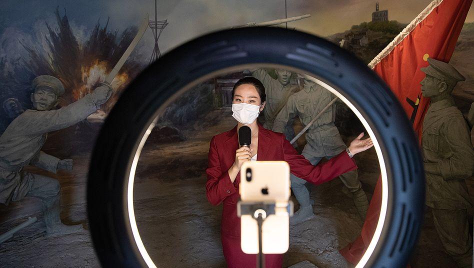 Willkommen zur kontaktlosen Webcast-Tour durch das Revolutionsmuseum von Wuhan: In Sachen Propaganda hat China den Turbo gezündet.