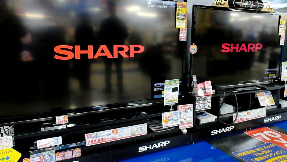 Sharp gilt als Flachbild-TV-Pionier. Doch die Preise verfallen, die TV-Sparte kriselt. Die Wettbewerber in Japan haben bereits 2011 ihre Bildschirmproduktion in eine staatlich geführte Firma ausgelagert.
