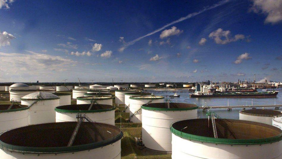 Öllager in Rotterdam: Nach dem WTI-Preis hat auch der Brent-Preis ein Rekordniveau erreicht