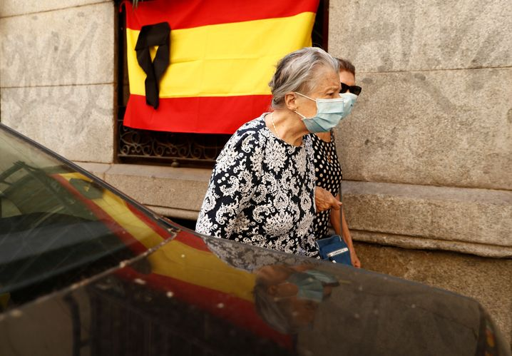 Madrid und Barcelona dürfen ab Montag wieder Museen, Hotels und Bar-Terrassen öffnen.