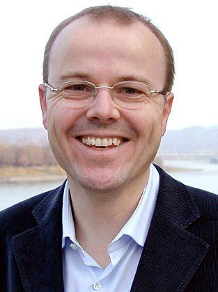 Armin Falk ist Forschungsdirektor des Instituts zur Zukunft der Arbeit (IZA), Professor für Volkswirtschaftslehre und Leiter des Laboratoriums für experimentelle Wirtschaftsforschung der Uni Bonn.