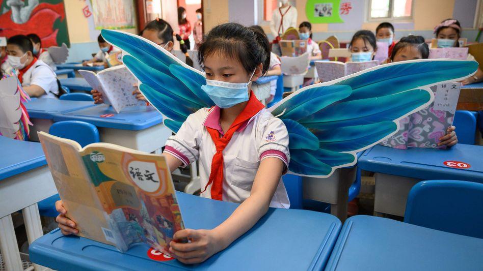 Grundschule in China: Eltern geben schon ab der Einschulung hohe Summen aus, um ihren Kindern den Weg zu den besten Universitäten zu öffnen. Nun hat Peking den privaten Bildungssektor streng reguliert