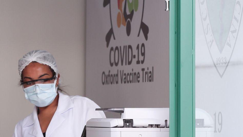 Angestellte des Immunbiologischen Zentrums der Bundesuniversität von São Paulo