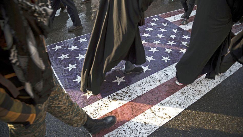 Pulverfass Iran: Teilnehmer einer Trauerzeremonie für den getöteten General Soleimani in Teheran.